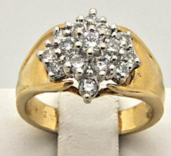 LADIES 14 KT GOLD AND DIAMOND CLUSTER RING.