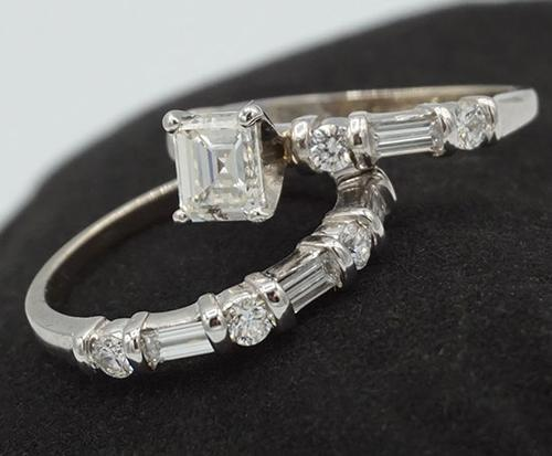 Beautiful 14kt Gold Diamond Ring & Band Set