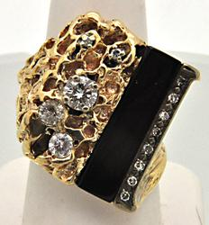 MEN'S POST MODERN 14 KT YELLOW GOLD/ONYX/DIAMOND RING.