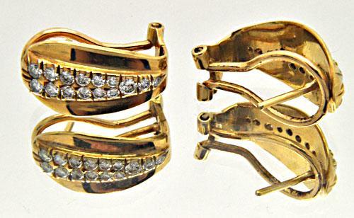 LADIES 18 KT YELLOW GOLD DIAMOND EARRINGS.