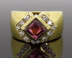 18K Yellow Gold Pink Gemstone and Diamond Ring