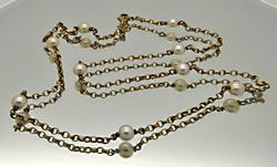 LADIES YELLOW GOLD PEARL NECKLACE.