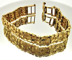 MEN'S 14 KT YELLOW GOLD NUGGET BRACELET.