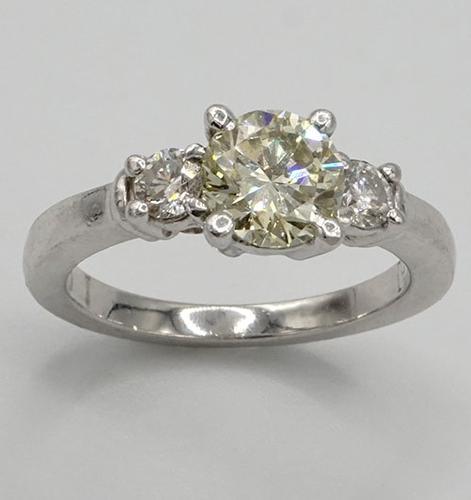 Round Brilliant Cut Diamond Ring in Platinum