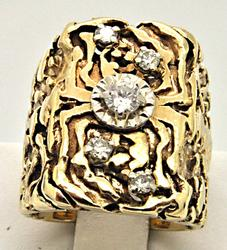 MEN'S 14 KT YELLOW GOLD NUGGET DIAMOND RING.