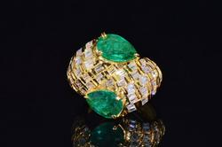 Stunning 18kt Gold, Emerald, & Diamond Ring