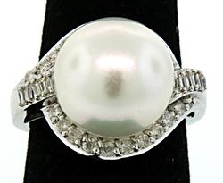 Noticeable South Sea Pearl & Diamond Ring