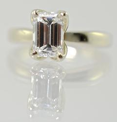 Elegant Quality 1.1CTW Emerald Cut Diamond 14K Ring