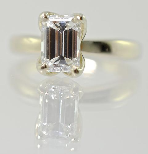 Elegant Quality 1.1CTW Emerald Cut Diamond 14K Ring