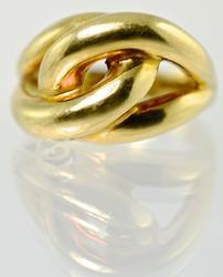 Stylish 18K Knot/Dome Ring