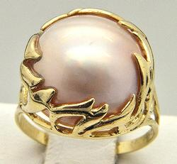Large Iridescent Pearl Center Stone Ring in 14kt