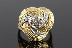 Gorgeous Design 14kt Gold Cocktail Diamond Ring