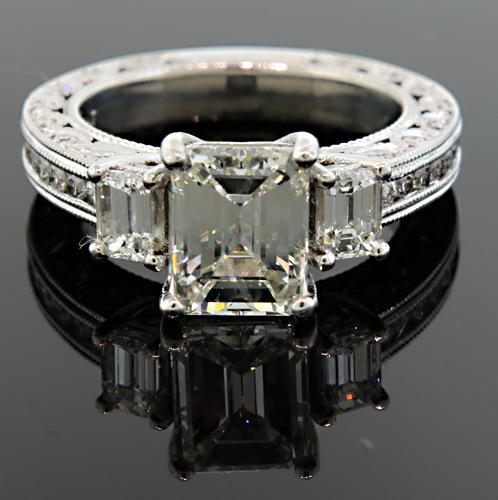 Excellent Quality Multi Diamond Ring with VS Center