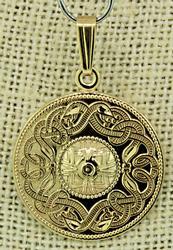 Celtic Medallion Pendant in 18K