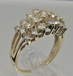 LADIES 14 KT YELLOW GOLD PYRAMIDE DIAMOND RING.