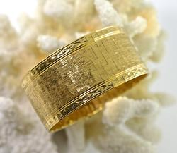 Wide and Elegant 18K Bracelet