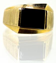 Attractive 14K Man's Black Onyx Ring