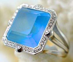 Contemporary 18K Frosted Blue Topaz Fashion Ring