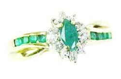 Beautiful 10K Emerald & Diamonds Ring