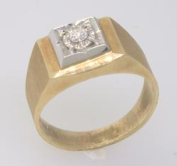 Nice Diamond Ring in Yellow Gold