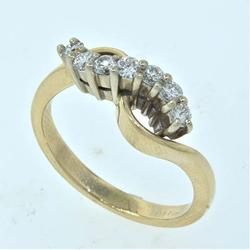 Charming 0.25CTW Diamond Ring in Gold
