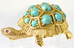 Nicely Sculpted Playful 18K Turtle Brooch