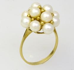 Excellent 10 Pearl Cluster Ring in Gold
