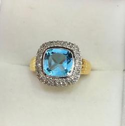 Beautiful 14kt Blue Topaz & Diamond Ring