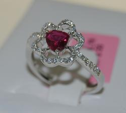 18K White Gold Ring with Heart Shape Ruby & Diamonds