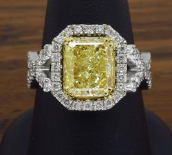 Most Exquisite Yellow & White Diamond Ring