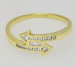 Two Way Arrow Crossover Ring W Diamonds