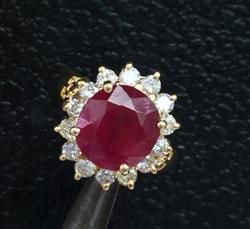 Amazing 18kt Gold Ruby & Diamond Ring