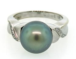 Eye Catching South Sea Pearl Ring with Diamonds in 18K