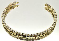 LADIES 18 KT YELLOW GOLD DIAMOND TENNIS BRACELET.