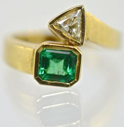 Stunning Art Deco Emerald and Diamond 18K Ring