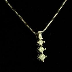 Quarter Carat Diamond Pendant in White Gold
