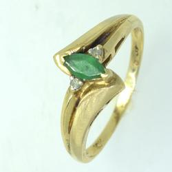 Dainty Emerald Ring in Gold