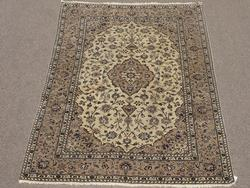 Exquisite 1960s Authentic Hand Knotted Vintage Persian Bidgol