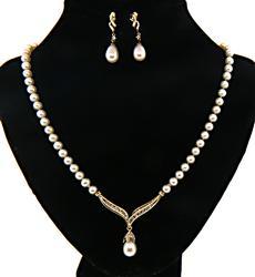 Very Elegant Pearl & Diamond Necklace & Earrings Set