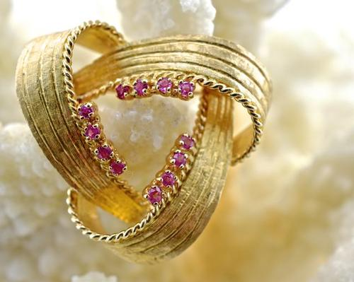 Beautiful 14K and Ruby Brooch