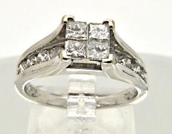 LADIES 14 KT WHITE GOLD DIAMOND RING.