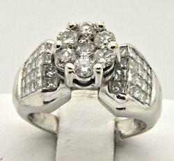 14 KT WHITE GOLD LADIES DIAMOND ENGAGEMENT RING.