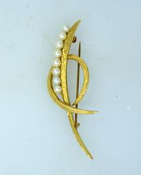 Excellent Pearl Brooch in 14kt Gold