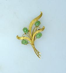 Well Crafted Jade Brooch, 14kt Gold