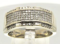 MEN'S 10 KT WHITE GOLD DIAMOND BAND.