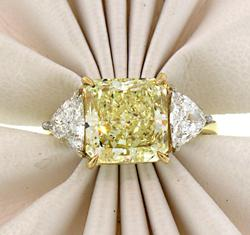 Pure Luxury! Flawless Yellow Diamond Ring in 18K