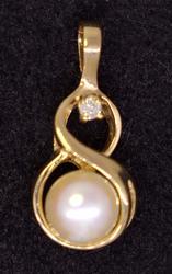Pearl & Diamond Drop Pendant in Gold