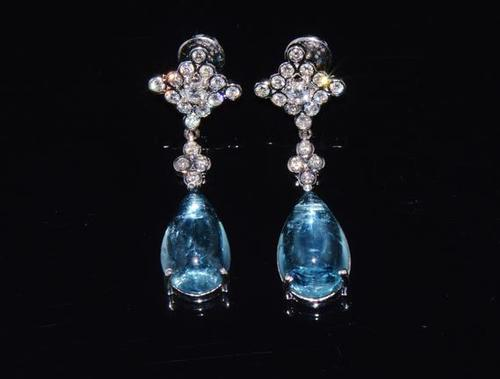 Stunning 18kt Gold Aquamarine & Diamond Earrings