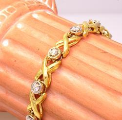 Beautiful 1CTW Diamond X-Link Bracelet in Gold, 7.5in