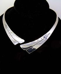 Stylish Hinged Cuff Necklace, 18.5in